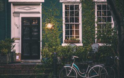 Une maison écologique ? Impact sur l'environnement, idées et formations pour aller plus loin